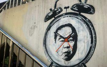 แชร์สนั่น!ศิลปินพ่นกราฟฟิตี้รูปหน้า\'บิ๊กป้อม\' ล้อเลียนปมนาฬิกา