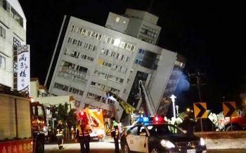 แผ่นดินไหว6.4ไต้หวันเจ็บตายเพียบ ตึกใหญ่ทรุด-คาดจ่อถล่มอีก (ประมวลภาพ)