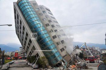 ไต้หวันแผ่นดินไหว ตาย5บาดเจ็บอีก243  60ชีวิตหายใต้ซากตึก