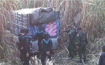 ระทึก! ทหารพรานไล่สกัดรถลอบขนกระเทียมเถื่อน กลางป่าอ้อย