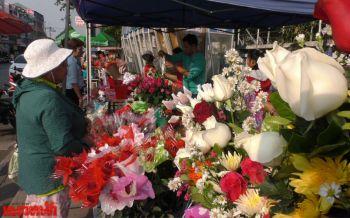 วาเลนไทน์ชัยนาทเงียบ  แม่ค้าโอดดอกไม้ต้นทุนสูง-ลูกค้าน้อยลง