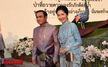 \'ลุงตู่-ภริยา\'พร้อมครม.-คู่สมรส สวมชุดไทยย้อนยุคร่วมงาน\'อุ่นไอรัก\' (ประมวลภาพ)