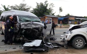 รถตู้รับส่งพนักงานหลับใน ชนประสานงากระบะเจ็บ13ราย