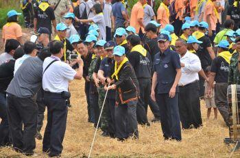 กองทัพไทยจัดทำโครงการ\'ประชารัฐร่วมใจ\' แก้ปัญหาผลกระทบผักตบชวา