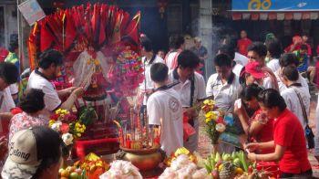 เบตงสมโภชเจ้ามูลนิธิอำเภอเบตง  นักท่องเที่ยวไทยเทศแห่ร่วมคึกคัก