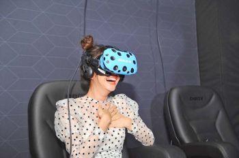 'เต้ย-พุฒ-ก็อต-คริส' สัมผัส  IMAX VR แห่งที่ 7 ของโลก