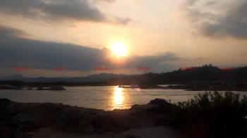 ชมแสงทองก่อน\'พระอาทิตย์ตกดิน\'  ริมแม่น้ำโขงที่ปากชม\'เลย\'