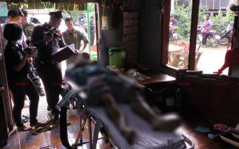 ชายวัย58เครียดขาหักทำงานไม่ได้ คว้า.38จ่อขมับระเบิดสมองตายคาอ้อมกอดเมีย