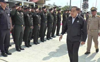 โผทหารกลางปีถึงมือ \'บิ๊กป้อม\' เหล่าทัพยันจัดแถวเสร็จเรียบร้อย