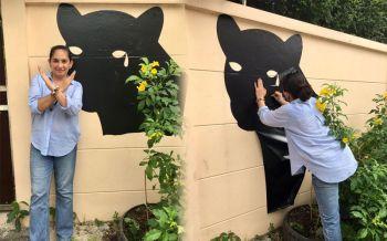 ประกาศจุดยืน! ลูกสาวอดีตอัยการสูงสุด ร่วมแปะสติกเกอร์กำแพงบ้านเป็นรูป\'เสือดำ\'