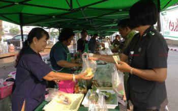 ชาวบ้านเฮ! พ่อเมืองชัยนาทเปิดตลาดให้ขายสินค้าหน้าศาลากลางรับประกันความสดใหม่