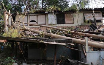 พายุฤดูร้อนพัดกระหน่ำเมืองเลย ไฟฟ้าดับบ้านพังเสียหายกว่า20หลัง