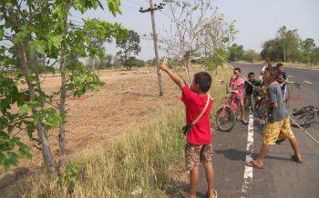 ปิดเทอมเด็กๆอำนาจเจริญคึกคัก! รวมแก๊งนัดปั่นจักรยานจับกะปอมขาย