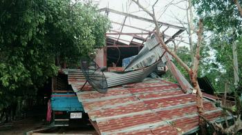 พายุถล่ม\'บุรีรัมย์\' อาคารรร.-บ้านเรือนพังครืนทับเจ็บ4ราย
