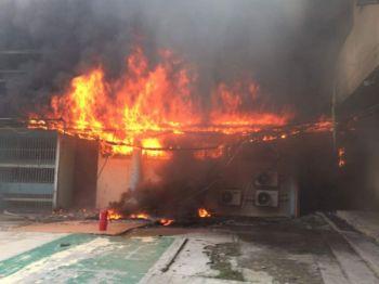 เพลิงไหม้โรงพยาบาลใหญ่ในมาเลเซีย อพยพคนไข้หนีไฟวุ่น-ไร้เจ็บตาย (ชมคลิป)