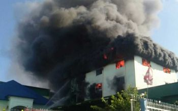 ไฟไหม้รง.ผลิตเครื่องดนตรีบางบอน อาคารเริ่มทรุด-คุมเพลิงได้แล้ว