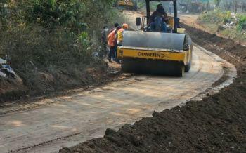 เชียงรายนำร่องทำถนนยางพาราผสมปูนซีเมนต์ ช่วยเกษตรราคายางต่ำล้นตลาด