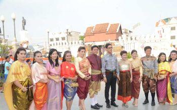 ฟีเว่อร์!ชาวย่าโมรณรงค์แต่งชุดไทย ตามรอยแม่หญิงการะเกด -ท่านพี่หมื่น