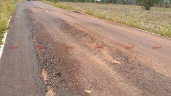 สุดทน! ชาวบ้านเขมราฐร้องถนนลาดยางพังนับปี-ไร้หน่วยงานเหลียวแล