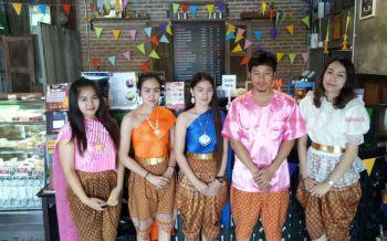 หนุ่มโรงงานเปิดร้านกาแฟวินเทจ โชว์ของสะสมวัยเด็ก-แต่งชุดไทยขายสร้างสีสันเมืองระยอง