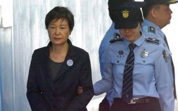 คุก24ปี! อดีตผู้นำหญิงเกาหลีใต้  ปรับ 1.8 หมื่นล้านวอน เซ่นทุจริต