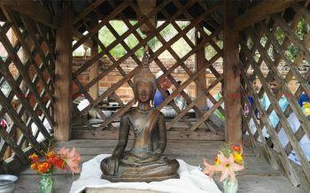 ชาวเลยร่วมสรงน้ำพระคู่บ้านคู่เมือง\'พระองค์แสน\'อายุกว่า400ปีเพื่อเป็นสิริมงคลในวันปีใหม่ไทย