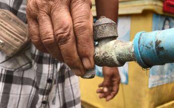 ชาวบ้าน'โดนโอก'โอดโดนทิ้ง 'ประปา'ไม่ไหลนับเดือนต้องซื้อน้ำประทังชีวิต