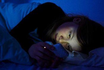 เล่นมือถือก่อนนอนเสี่ยงเบาหวาน-อ้วน แพทย์เตือนงดเล่นก่อนนอน1ชม.
