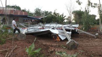 พายุฤดูร้อนกระหน่ำนครพนม บ้านเรือนเสียหายกว่า100หลัง