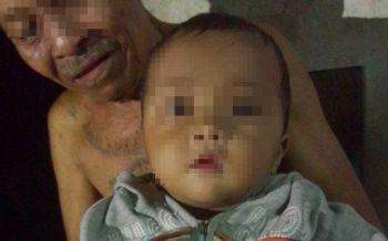 สะเทือนใจ!พ่อแม่แอบวางทิ้งทารก5เดือนหน้าบ้านตา ก่อนย่องหนี