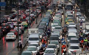 พายุฤดูร้อนถล่มทั่วไทย อีสานอ่วมต่อเนื่อง-คนกรุงเตรียมพกร่มฝนหนักถึงพรุ่งนี้