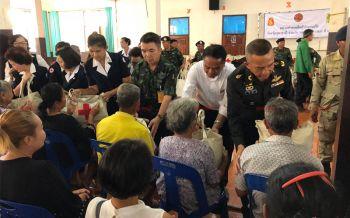 คนไทยไม่ทิ้งกัน! ผู้ว่าฯอุดรธานีนำจนท.เยียวยาผู้ประสบภัยลูกเห็บถล่มกว่า756หลังคาเรือน