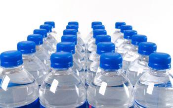 นักวิทยาศาสตร์การันตีน้ำดื่มขวดพลาสติกของไทยปลอดภัยต่อผู้บริโภค