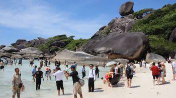 เกาะสิมิลันคึกคัก!นทท.แห่ชมความงาม ก่อนปิดฟื้นฟูธรรมชาติ5เดือน