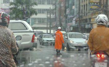 อุตุฯเตือนระวังอันตรายฝนที่ตกสะสม กทม.ฟ้าคะนอง40%