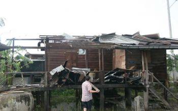 'พายุฝน'ถล่มเมืองเลย บ้านพังยับ-หลังคาปลิวว่อน