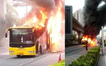 ระทึก!ไฟไหม้'รถเมล์'หน้าศูนย์การค้าเกตเวย์ เอกมัย (ชมคลิป)