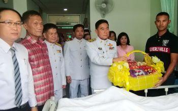 ในหลวงร.10 พระราชทานตะกร้าสิ่งของแก่ครอบครัวไทยฤทธิ์