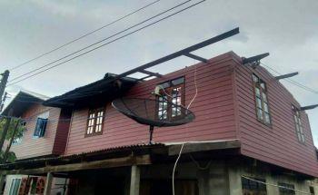 พายุฝนซัดอ.พุทไธสง\'บุรีรัมย์  บ้านเรือนพังเสียหายกว่า100หลัง