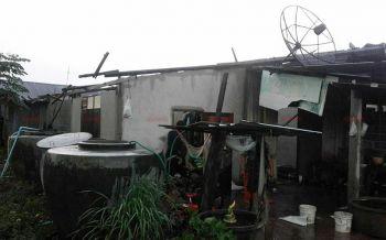 พายุถล่มนครสวรรค์ซัดหลังคาบ้านปลิวว่อนเสียหายหลายหลัง