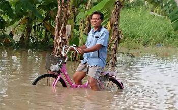 พายุฤดูร้อนถล่มอ.ศรีราชาน้ำท่วมสูง50ซม. จนท.ลงพื้นที่เร่งช่วยชาวบ้าน