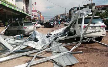 โกลาหลทั่วเมือง! พายุลูกเห็บถล่มนครพนม บ้าน-รถยนต์พังยับนับ10คัน