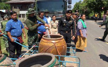 'โดนโอก'ไม่โดนเท!ชาวบ้านเฮ ทหารขนน้ำแจก กู้วิกฤติ'ประปา'ไม่ไหลนับเดือน
