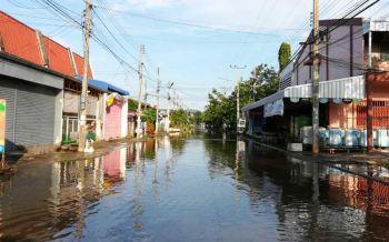 เร่งสูบน้ำช่วย400หลังคาเรือนเคหะชุมชนบึงพระ ฝนถล่มน้ำท่วมขังสูง