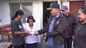 รับปากหางานให้2แม่ลูกยากจน ผู้บริหารรปภ.บุกถึงบ้านมอบเงินต่อชีวิต