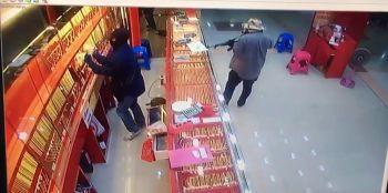 ตำรวจเร่งจับโจรอ้วน-ผอม ปล้นทองในห้างสรรพสินค้าบิ๊กซีระยอง