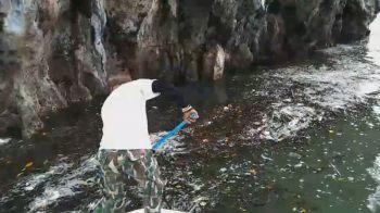 จนท.เร่งเก็บขยะเกาะทะลุพังงา ต้อนรับนักท่องเที่ยวช่วงวันหยุดพักผ่อน