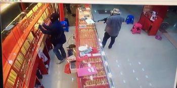 รวบแล้ว!2\'โจรอ้วนผอม\'  ควงอาก้าบุกปล้นร้านทอง ขณะหนีออกนอกประเทศ