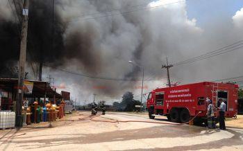 เพลิงไหม้ร้านวัสดุก่อสร้างวอดทั้งหลัง คาดไฟฟ้าลัดวงจร-เสียหายกว่า3ลบ.