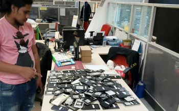 รวบ'แฮกเกอร์'ดูดข้อมูลบัตรปชช.เปิดซิมตุ๋นเหยื่อ  ผงะพบซิมมือถือเกือบ3พันชิ้น